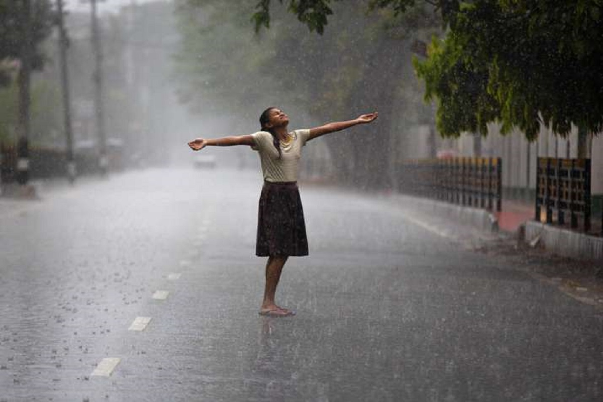 Heavy rain warning for coastal districts for next 48 hours!