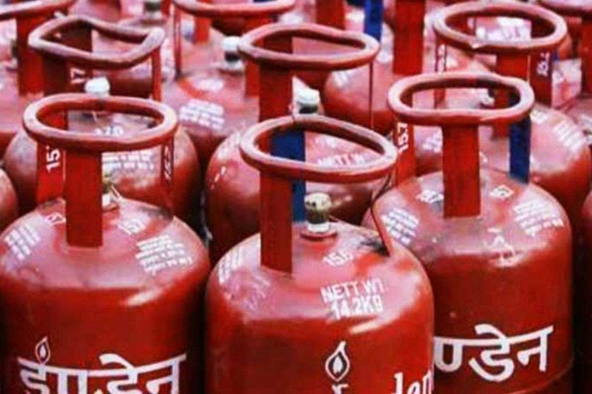 If you book an LPG cylinder in Paytm, you will get Rs.500 Cashback!