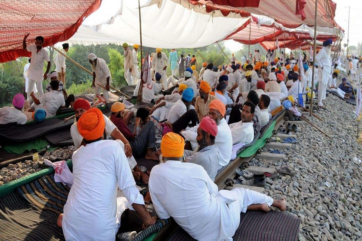 Farmers strike across the country against agricultural laws!