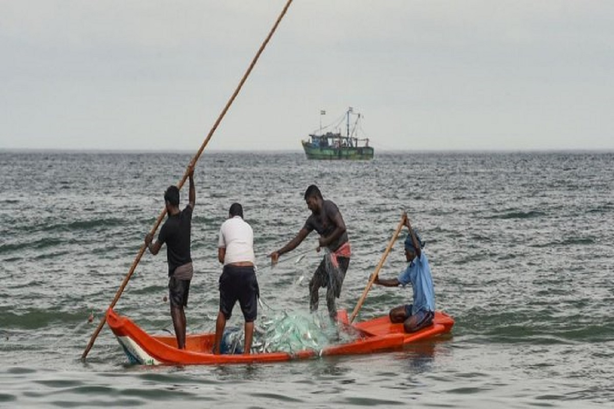 Hurricane winds in the southern Arabian Sea - fishing ban