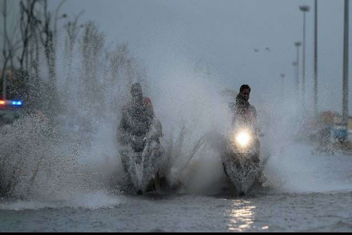Heavy rains expected in 4 districts- Weather Center warns!