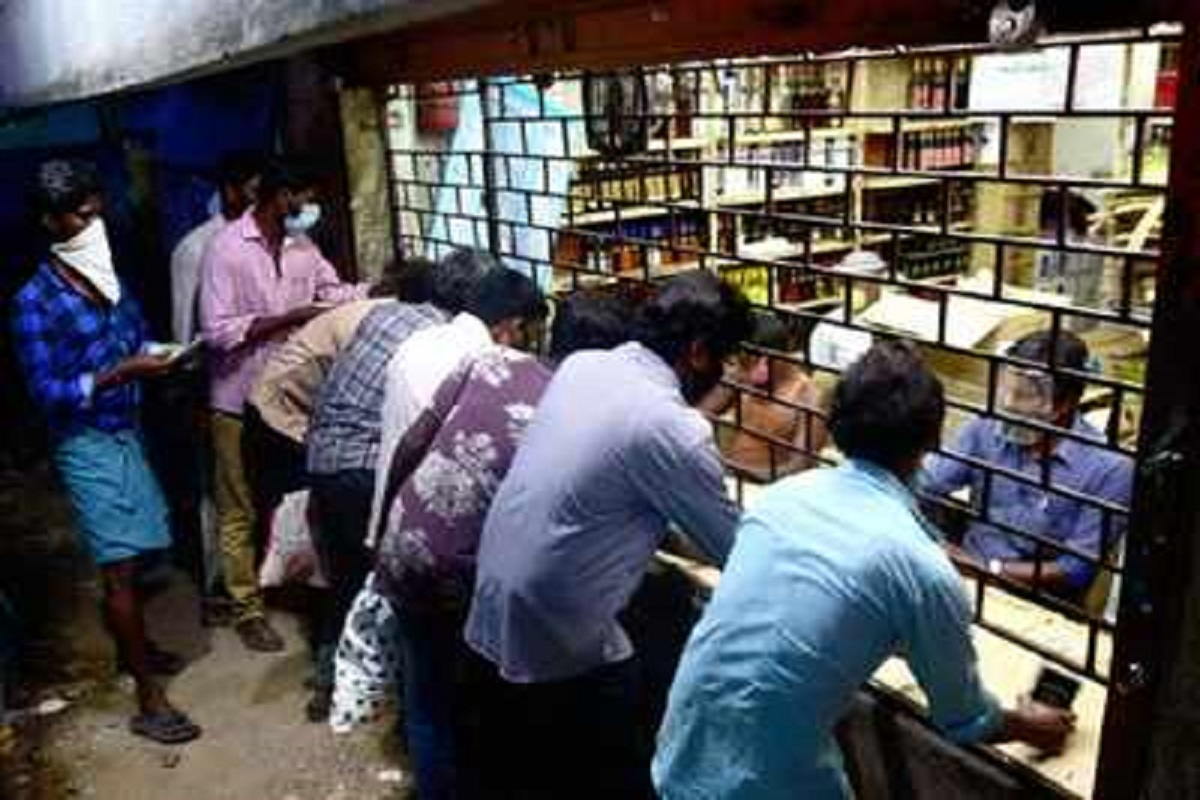Tamil Nadu citizens taking refuge in liquor stores on the state border - order to close immediately!