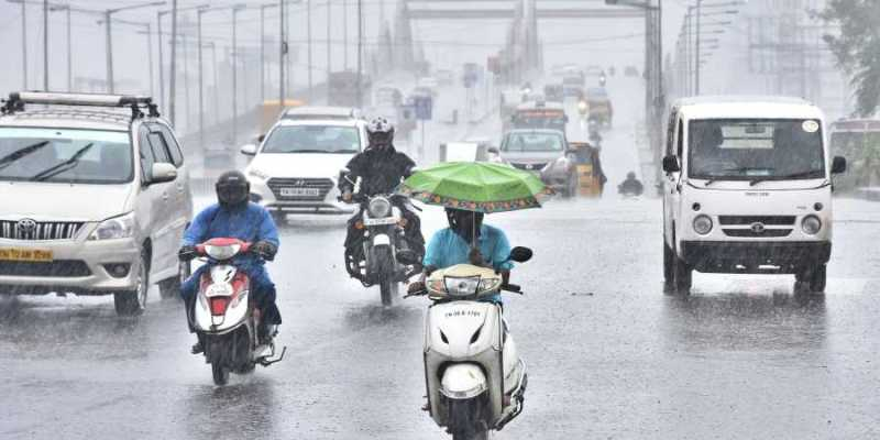 Heavy rains with Thunderstorm in chennai