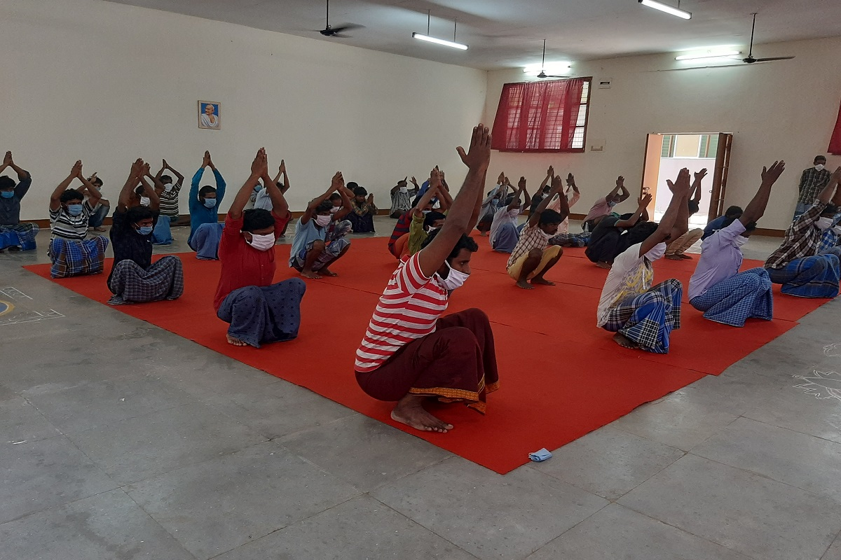 Yoga training for 12 thousand prisoners - Isha's special service during the Corona period!