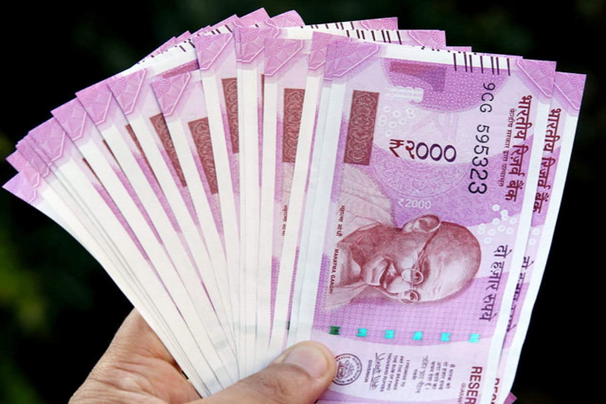 Pay Rs 160 daily and pay Rs 23 lakh - LIC's Money back Plan!